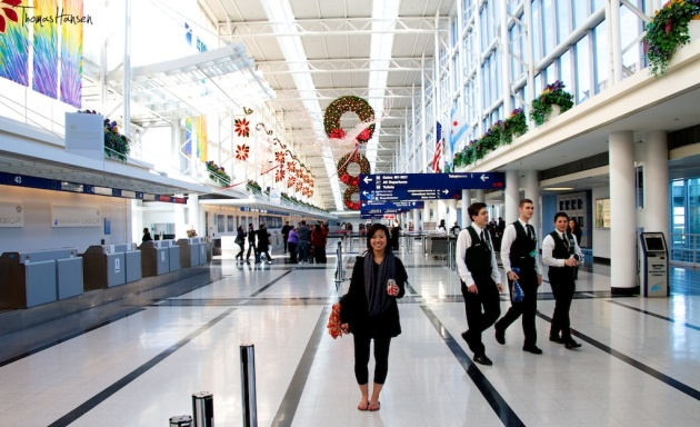 It's Christmas Time At Chicago's O'Hare Airport