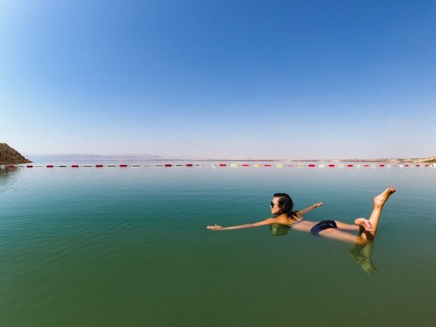 Floating The Dead Sea - Jordan - Hilton Hotel 02